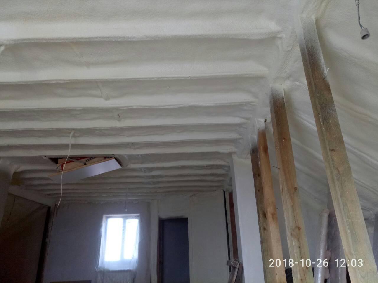 Перетворіть мансарду на жиле приміщення - утепліть її пінополіуретаном