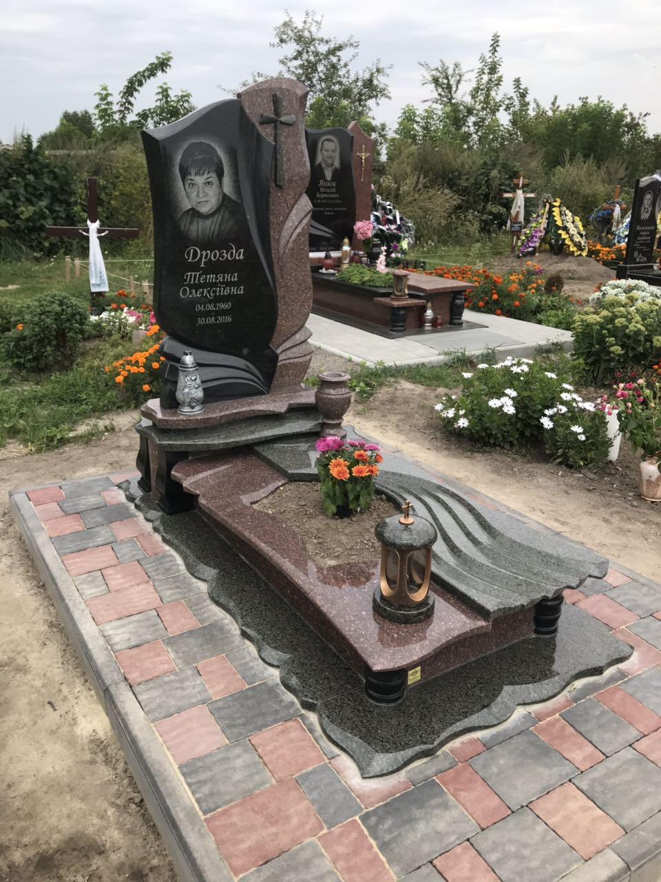 Придбайте надгробні пам'ятники з граніту недорого онлайн