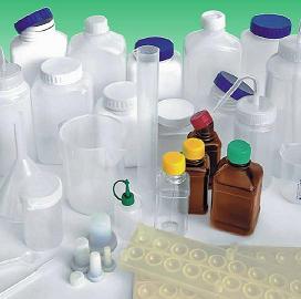 Різноманітний пластиковий посуд для лабораторій в асортименті
