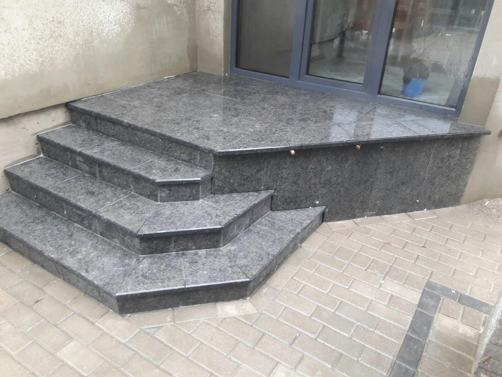 Замовити сходи з граніту недорого на нашому порталі