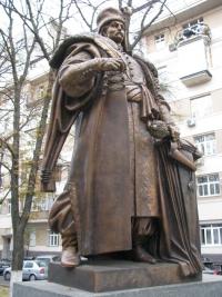 Великий асортимент монументальних скульптур
