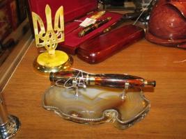 Широкий выбор сувениров из янтаря на любой праздник