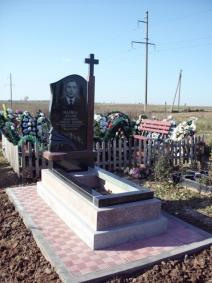 Виготовляються надгробні пам'ятники (граніт, мармурова крихта, габро)