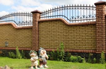 Пропонуємо паркани з цегли у Львові (Західна Україна)