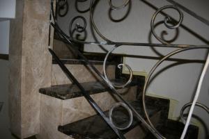 Элитные лестницы из мрамора заказывали?