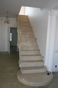 Изготавливаем лестницы из мрамора под заказ - вашим идеям есть место в вашем доме!