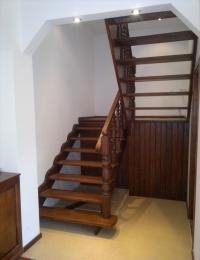 Деревянные лестницы, цены заслуживают внимания