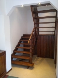 Деревянные лестницы из сосны. Невысокая стоимость!