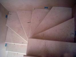 Гибкие цены на винтовые лестницы из мрамора в Киеве