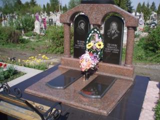 Надмогильные памятники: изготовление и монтаж в Луцке
