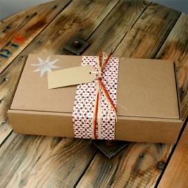 Ми знаємо як виготовити найкращі подарункові картонні коробки!