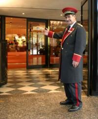 Готельний персонал потребує такої уніформи