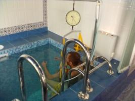Вытягивание позвоночника в воде - с лучшим оборудованием!