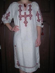 Окраса гардеробу — сучасні вишиті плаття