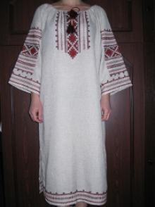 Выбирайте женские платья с вышивкой в «Ярине»
