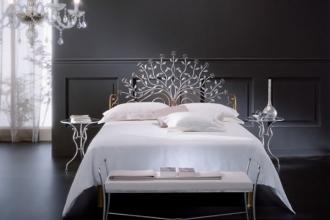 Ми знаємо, як виглядає ідеальний кований пуф для спальні. Замовляйте у нас!