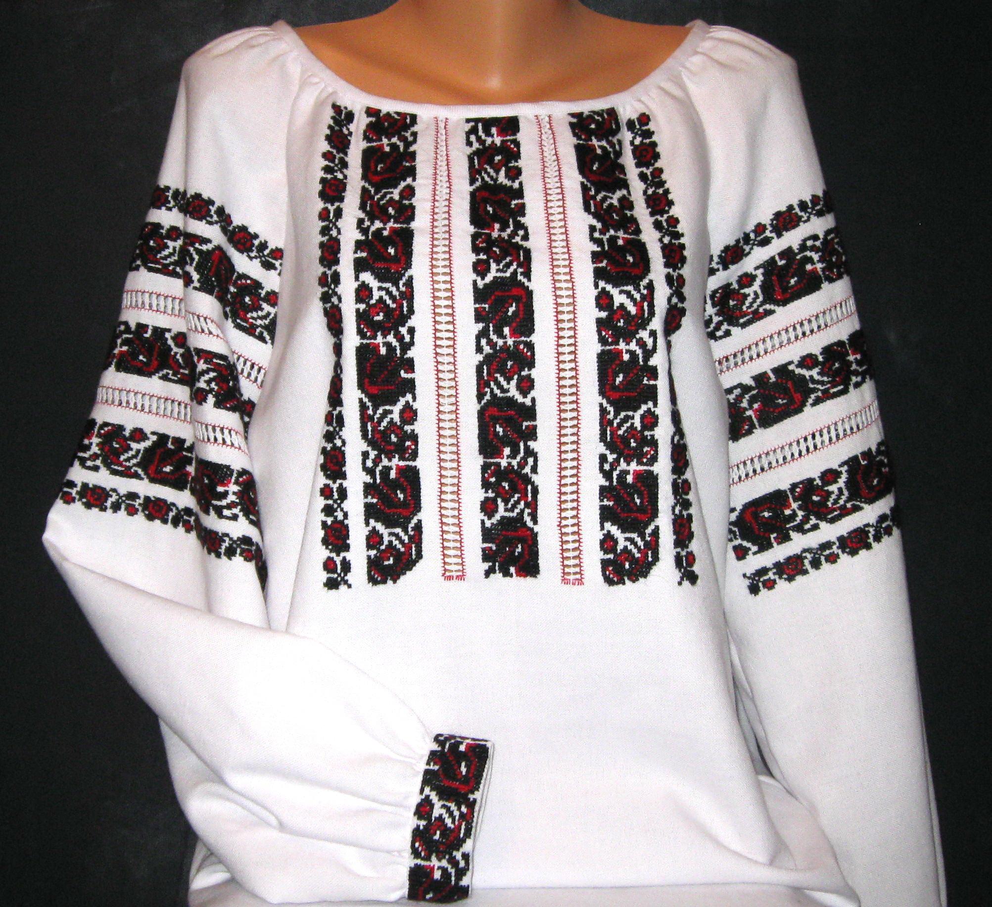 a08ab0cb6b17ec Сучасна стильна жіноча вишиванка - Фотогалерея - Вишиванки ручної ...