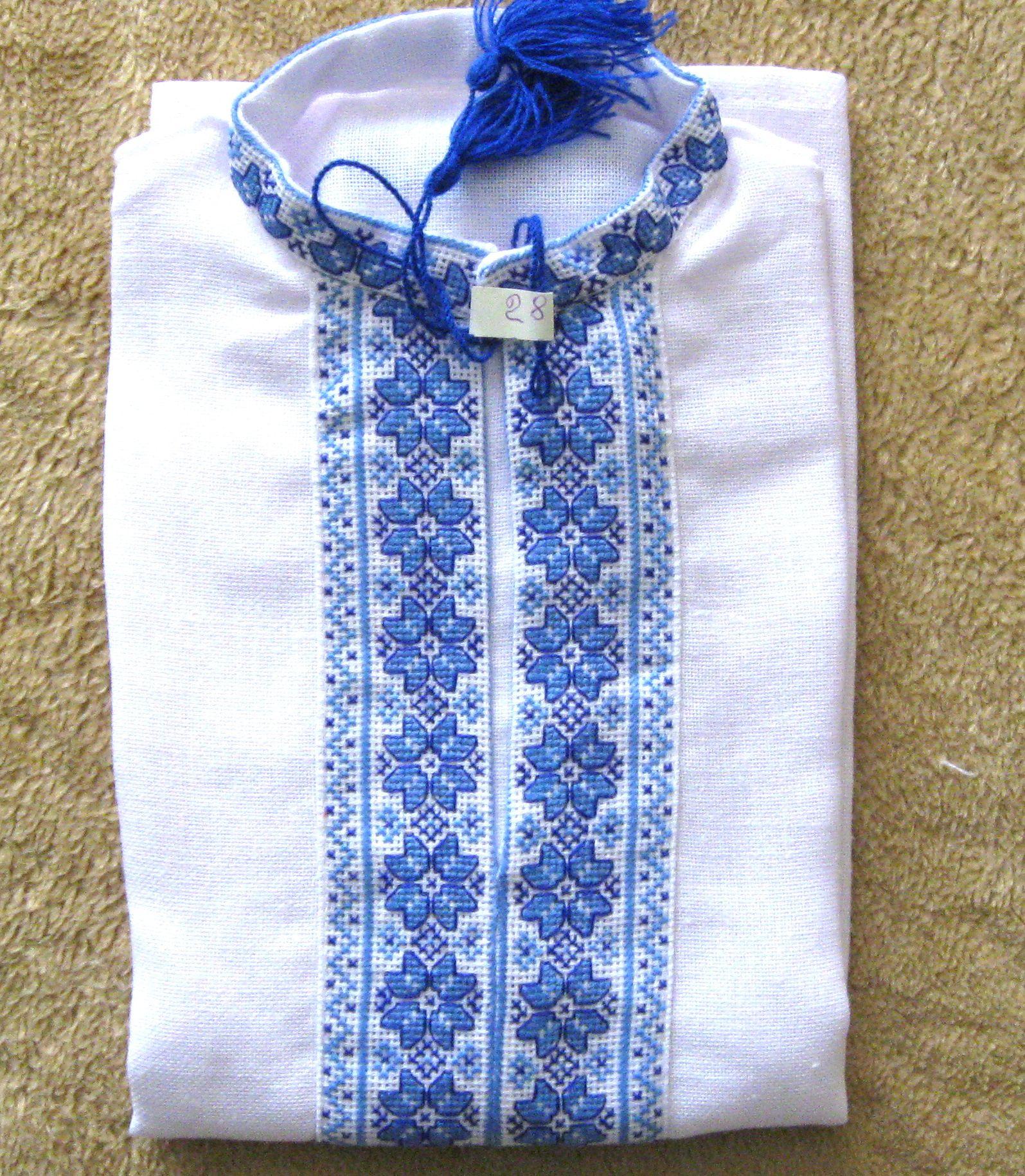 Вишиванка для хлопчика з голубим орнаментом - Фотогалерея ... bf19a27ddf9ec