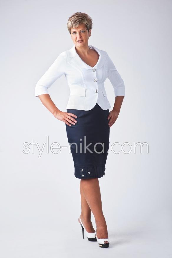 Стильний жіночий діловий костюм