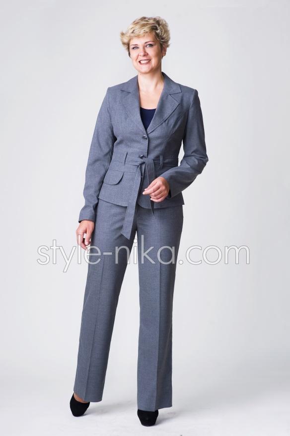 Жіночий брючний костюм
