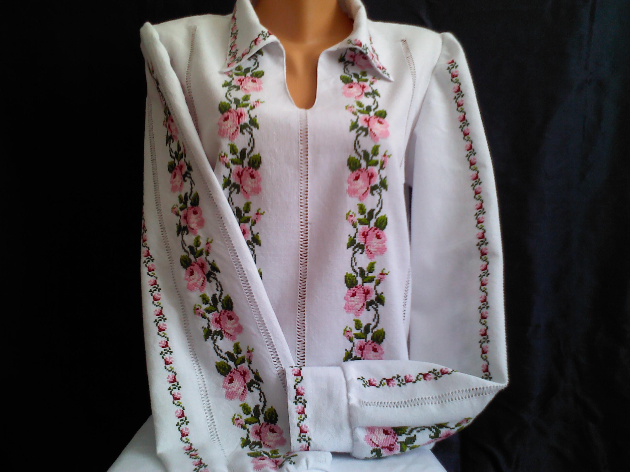 українська вишиванка жіноча з трояндами ціна 1d6d3be4ae38e