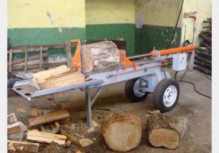 Гидравлический колун, приспособленный колоть деревянный материал длинных размеров, также мощность колуна позволяет...