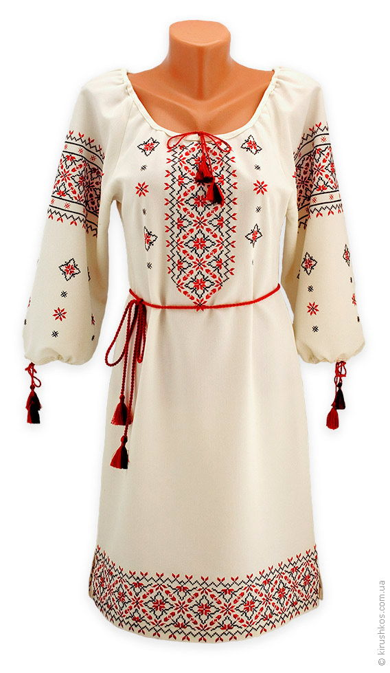 Вишите плаття з філігранним візерунком у традиційних кольорах ... c90eb26c4bac0