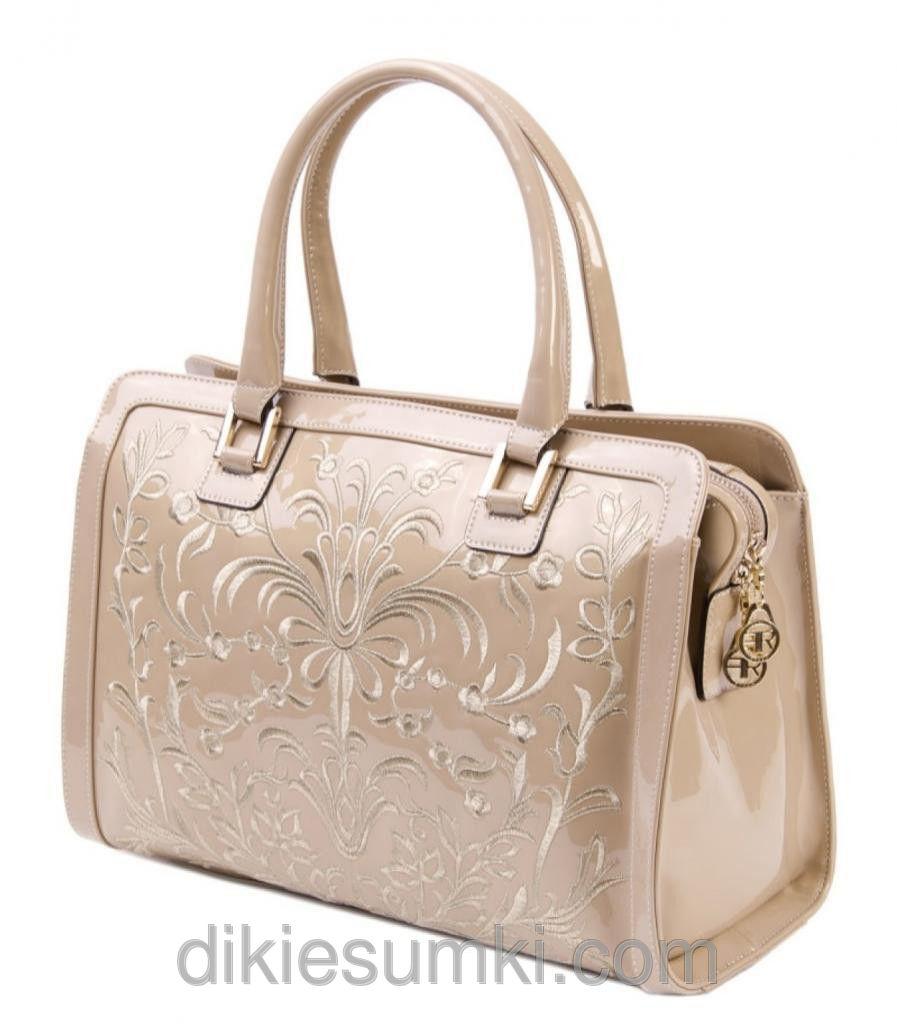 56b819dbfbee Женская сумка FARFALLA ROSSO лаковая кожа бежевого цвета цена ...