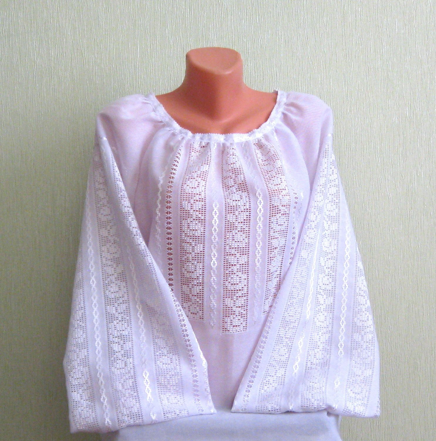 Жіноча вишиванка білим по білому ручної роботи - Товари - Вишиванки ... c5f3b6de80497