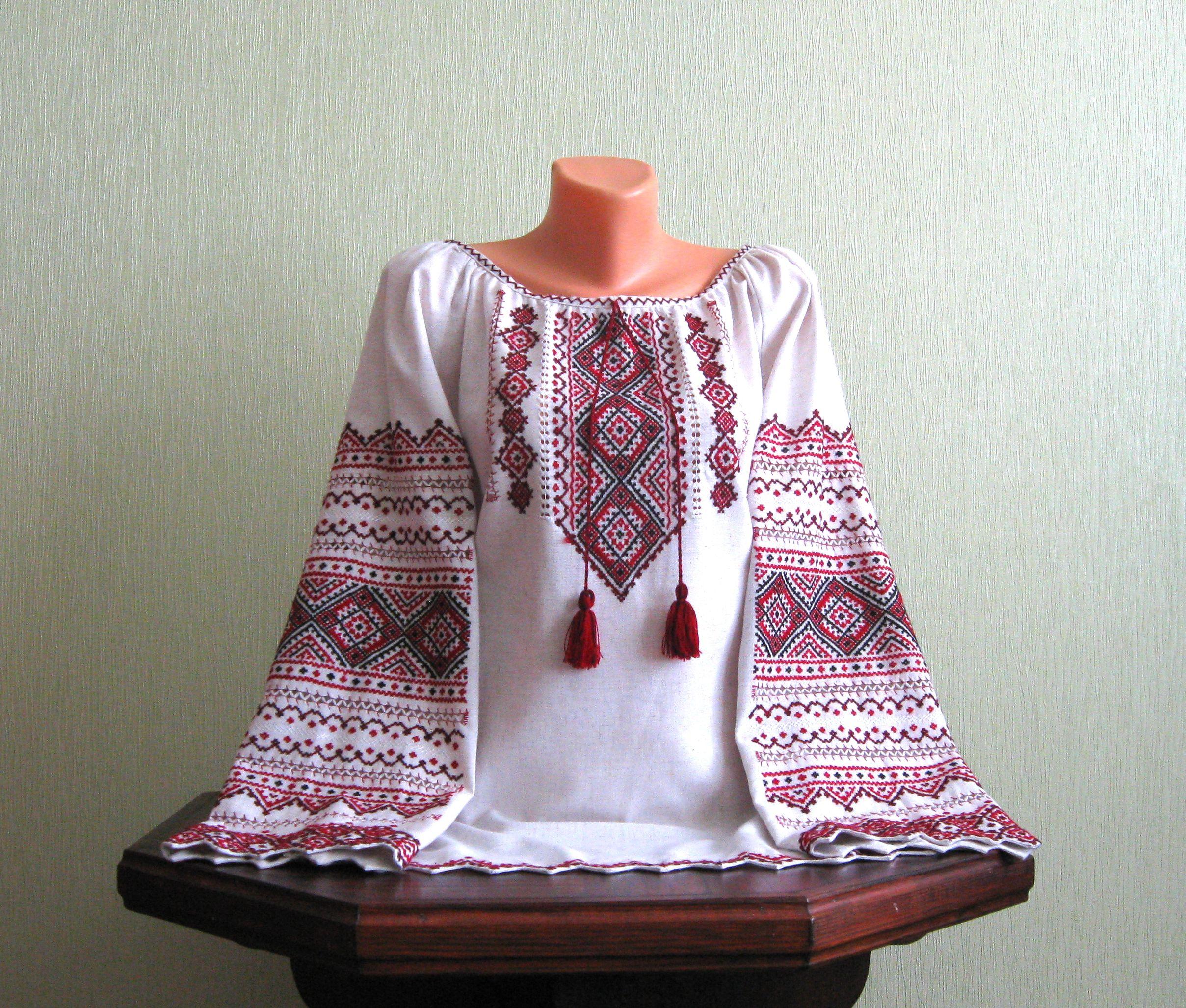 Вишукана вишиванка жіноча на сірому полотні ручної роботи ціна ... 061f70107a048