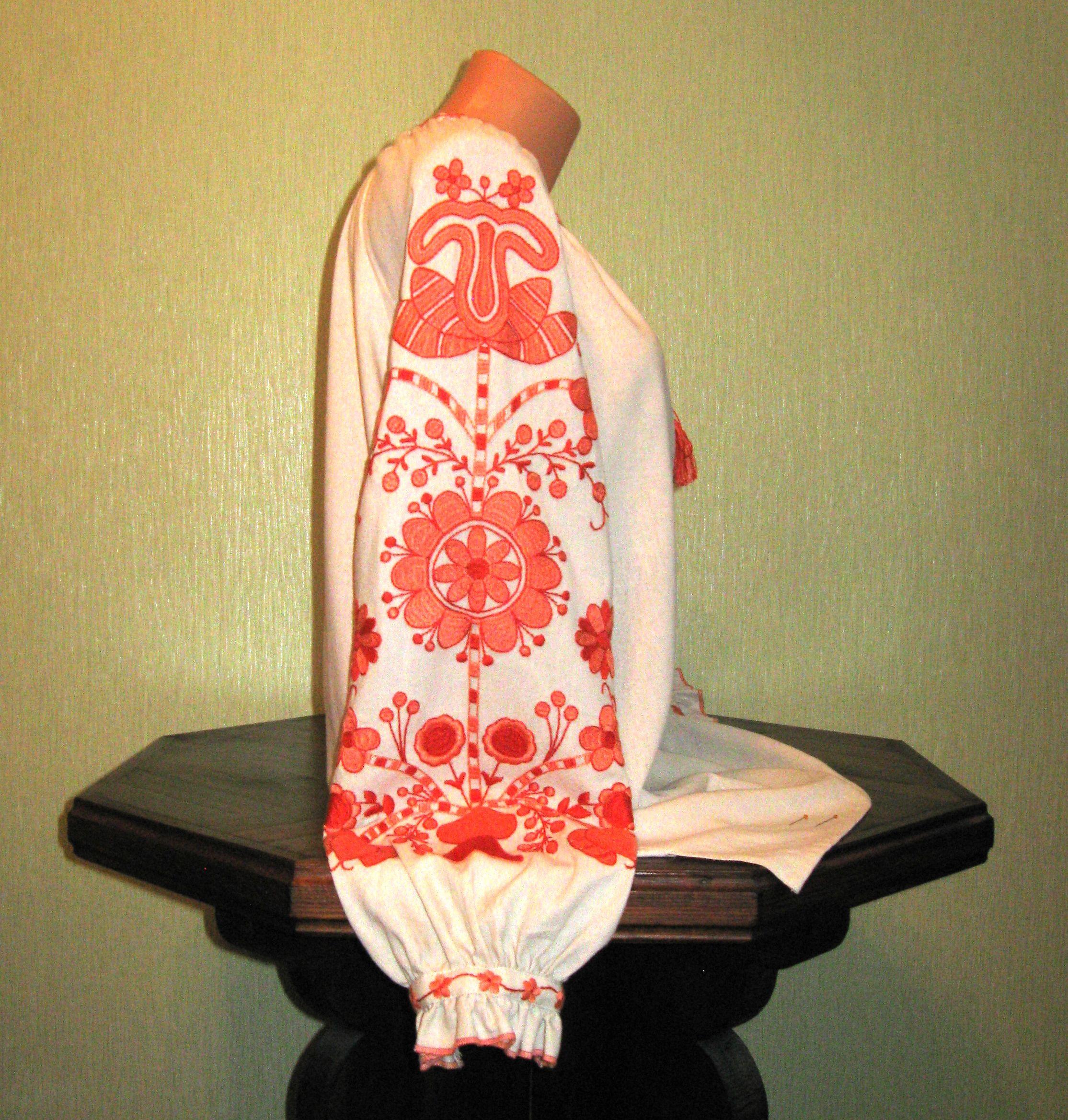 79a3196087f47c Сорочка вишита жіноча ручної роботи з орнаментом персикового кольору.  loading... Наведіть курсор, щоб збільшити