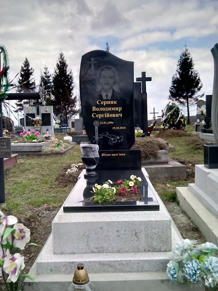 Памятник надгробие купить Лампадка из габбро-диабаза Ипатово