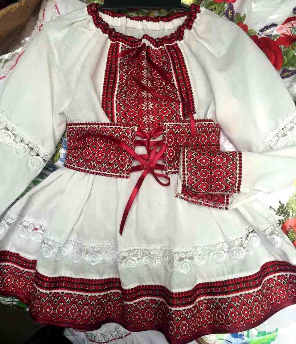 0c40ee0bdcb8ef Вишитий костюм для дівчинки - Товари - Купити стильні сукні ...