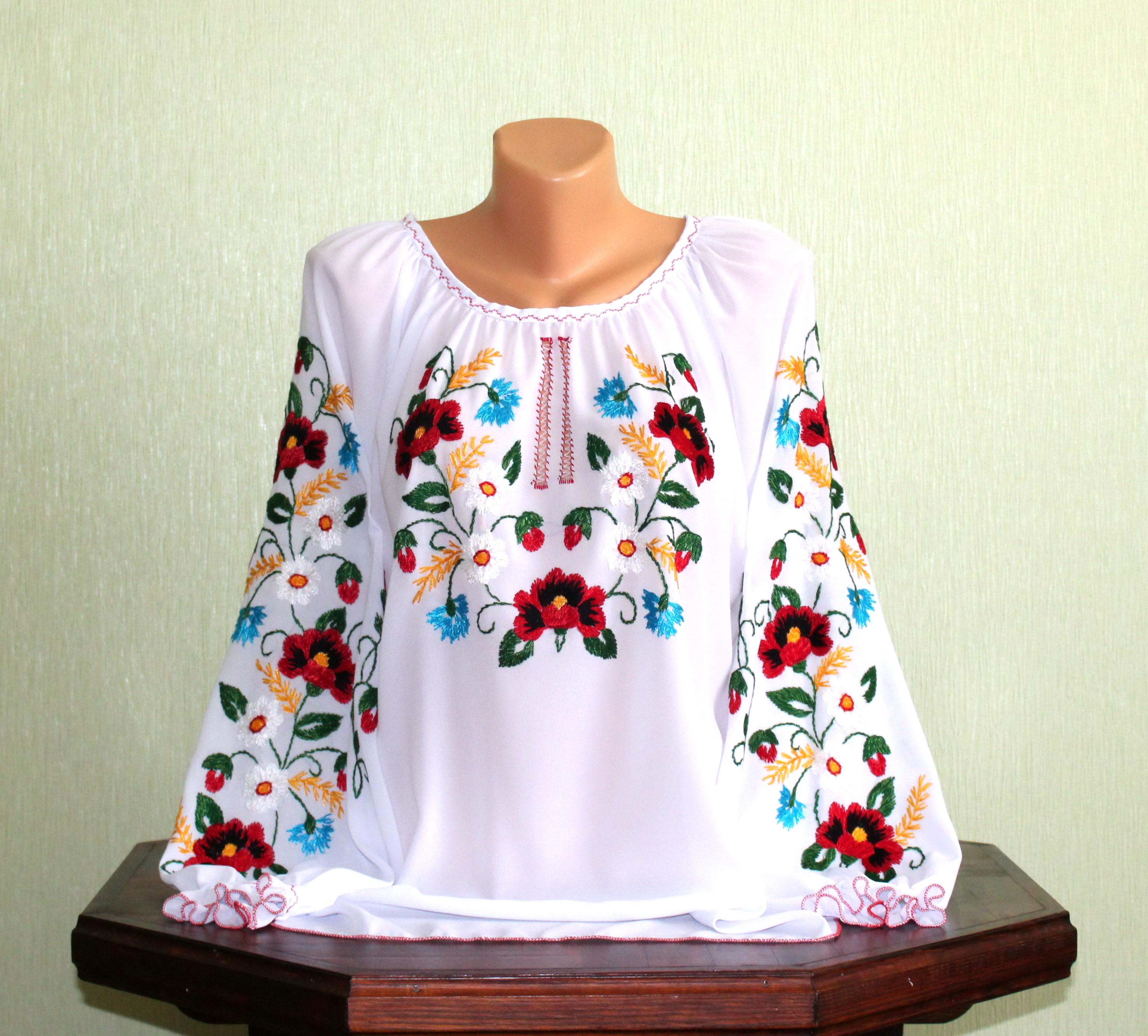 Сорочка жіноча вишита гладдю на білому шифоні. ручна робота. ціна ... 97993e7070fdd