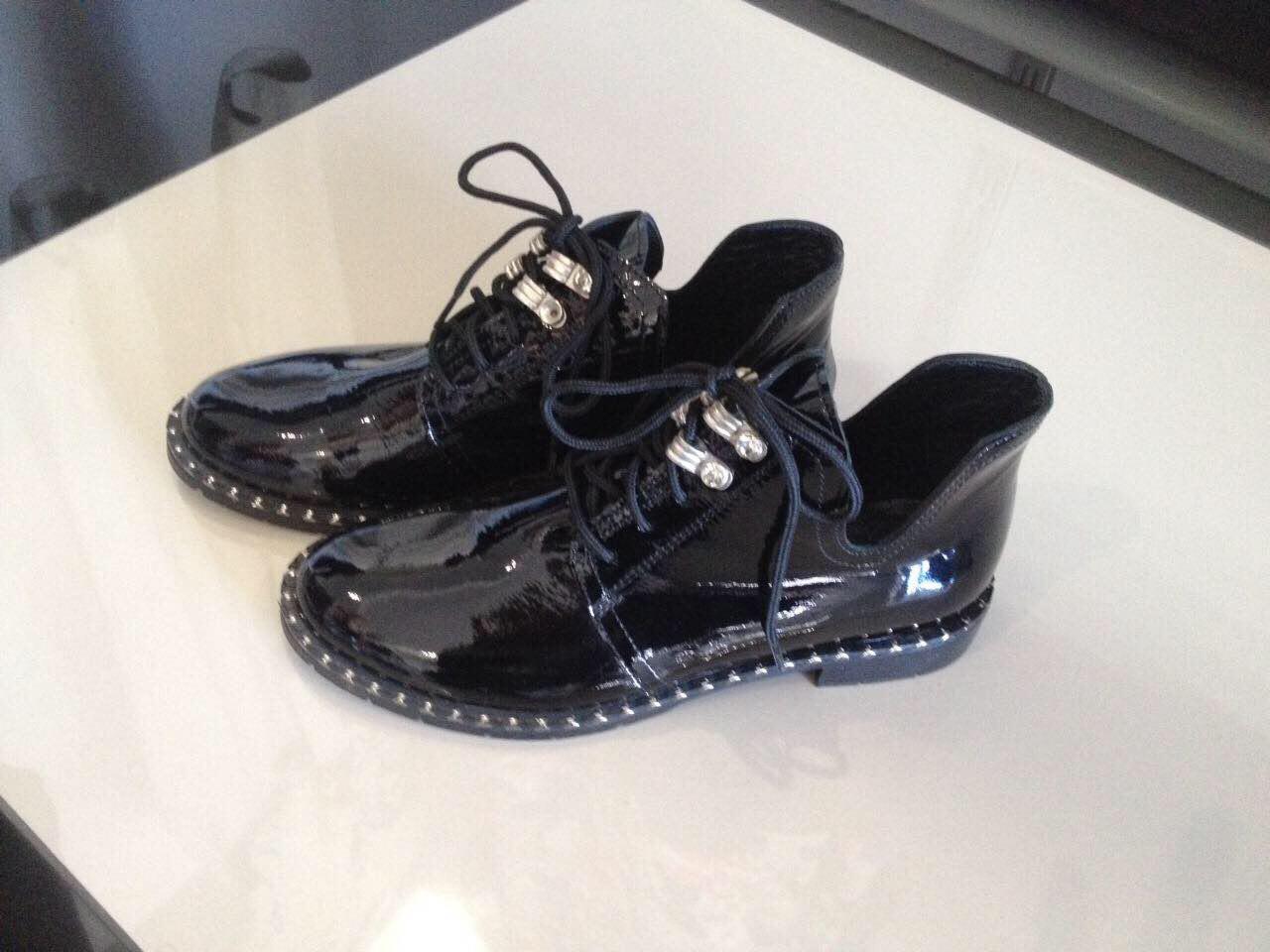 Шкіряні лаковані туфлі на шнурках купити в Ужгороді - Товари ... 75bef71e8727c