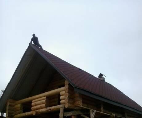 Новий будинок з дикого зрубу