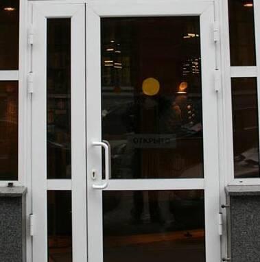 Предлагаем двери металлопластиковые