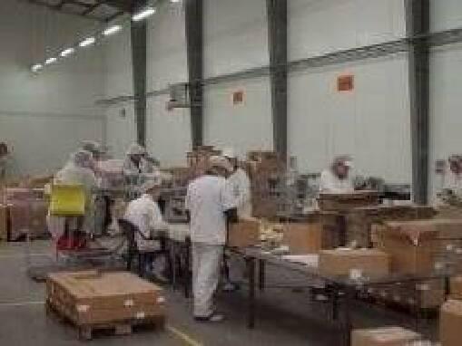 Работник на складе сладостей Malpak