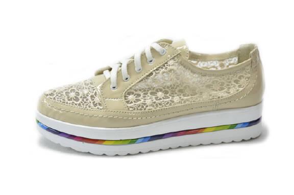 Купити взуття оптом від виробника дешево