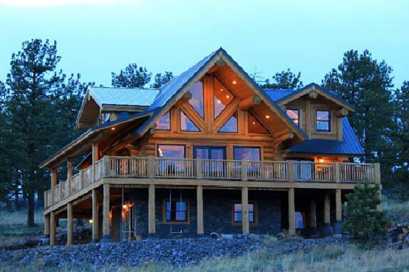 Побудувати будинок з колоди можуть наші спеціалісти!