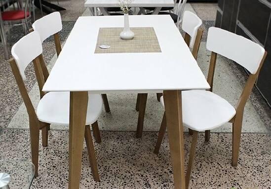 Купити стіл зі стільцями