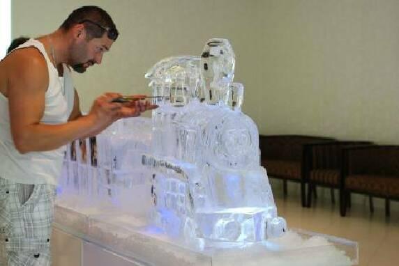 Виготовлення крижаних скульптур пропонує наша компанія!