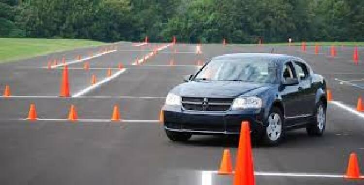 Пропонуємо приватні уроки водінняавто