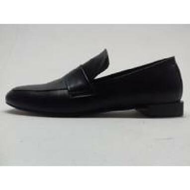 В продаже женская кожаная обувь оптом недорого