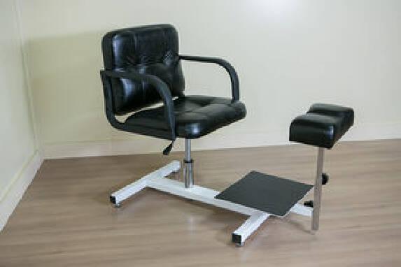 У продажу відмінне педикюрне крісло трансформер