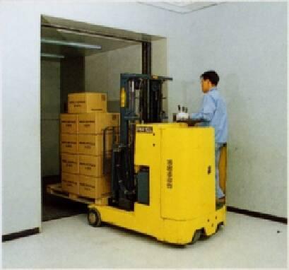 Виготовляємо під замовлення малі вантажні ліфти