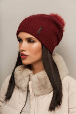 В продаже красивая женская шапка