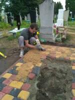 Гарантуємо надійну установку надгробних пам'ятників