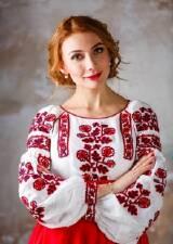 Ще з давніх часів український народ вбачав у вишитому одязі певне сакральне  значення. Люди вірили 2958faee36ba0