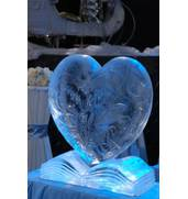 В продаже скульптуры из льда Киев